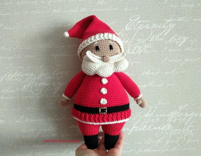 Con hilos, lanas y botones: Papá Noel amigurumi (patrón Cucapuntoes)