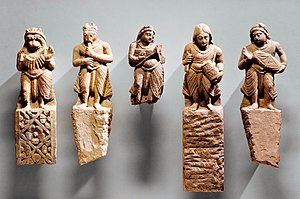प्रारंभिक भारतीय इतिहास में लोगों के जीवन-निर्माण में पर्यावरण संवंधी परिस्थितियों का क्या महत्व था