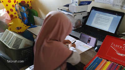 Anak Sedang Belajar Online