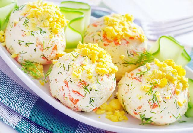 Крабовый салат шариками картинка