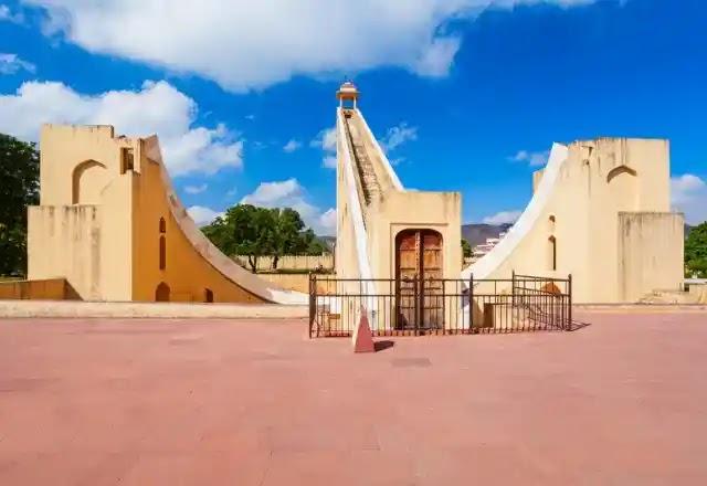 Samrat yantra jantar mantar Jaipur in Hindi