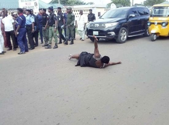 Woman Lies In The Middle Of The Road To Protest Non-Payment Of 13 Months Salary