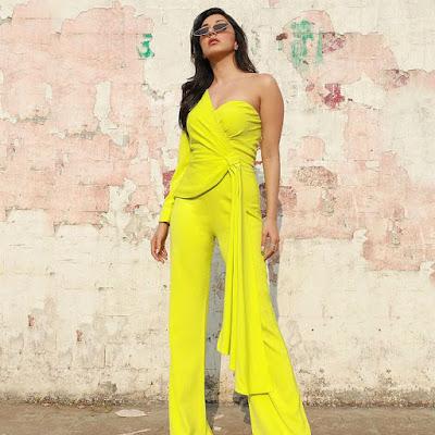 kiara-advani-in-one-shoulder-outfit