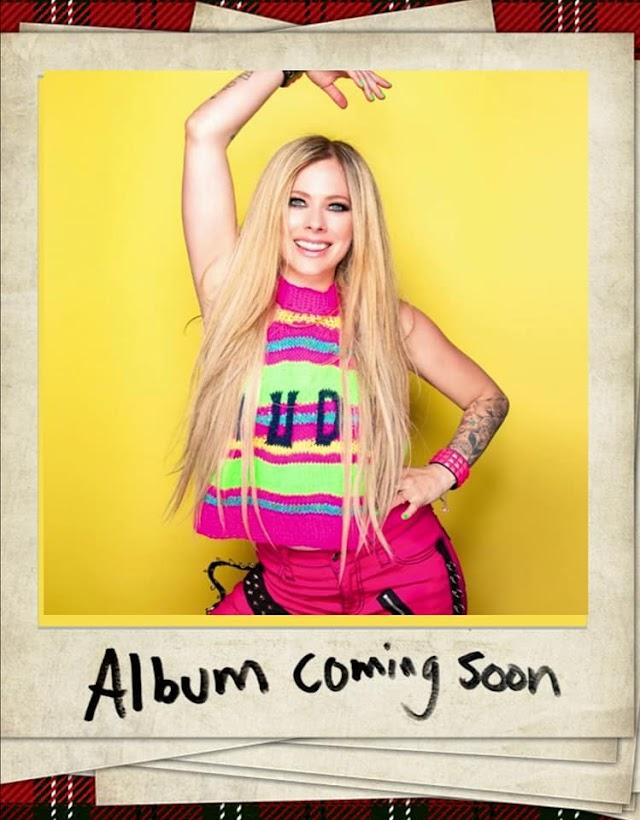 Avril Lavigne actualiza su sitio web previo al anuncio de su nuevo álbum