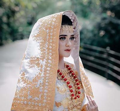 Nadia Edrea Pakai Baju India