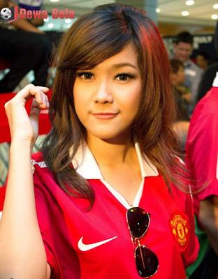 Nauljam-Gadis-Bola-Manchester-United