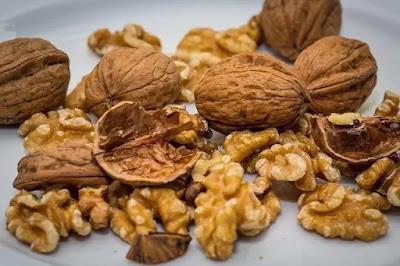 अखरोट खाने के इतने जबरदस्त फायदे : Top 10 shocking Benefits of walnut.