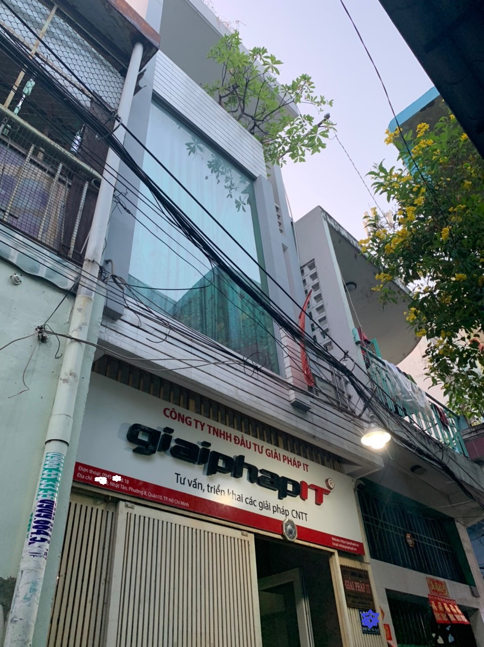 Bán nhà hẻm đường Nhật Tảo phường 8 Quận 10. DT 3,3x10m, trệt 2 lầu sân thượng