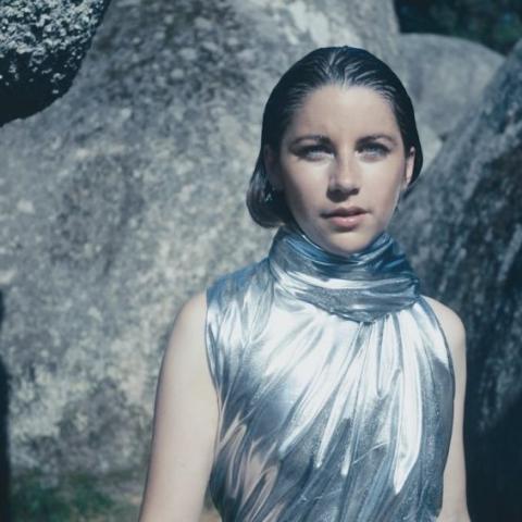Joséphine Hurtut, alias Ioio, prépare la sortie de son premier EP Inflorescence