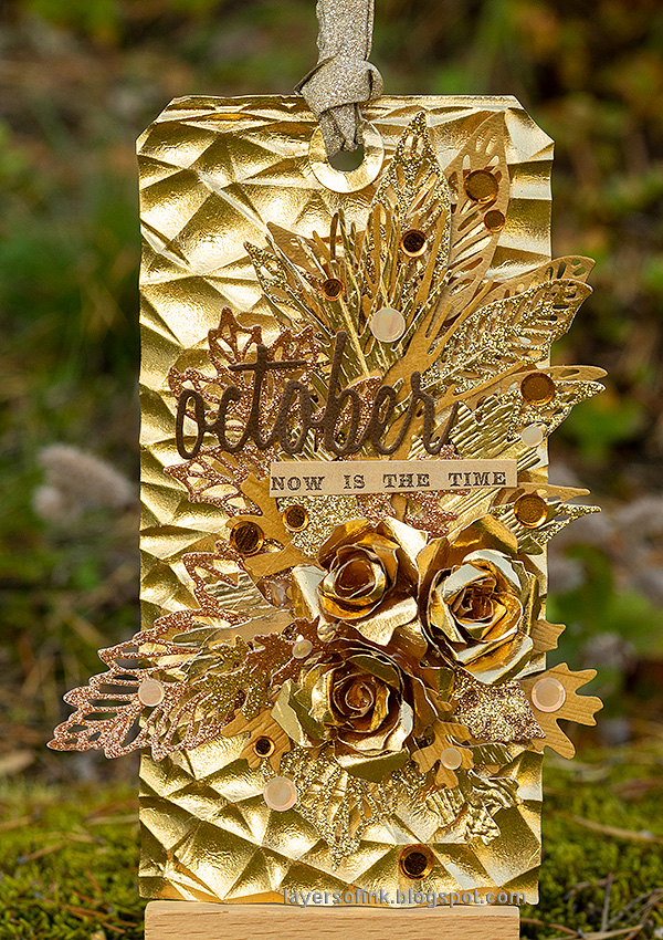 Layers of ink - Gold and Shimmer Tag by Anna-Karin Evaldsson.