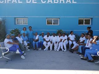 Personal de enfermería, bionalistas  realizan paro por 24 horas  hospital público del municipio de Cabral.