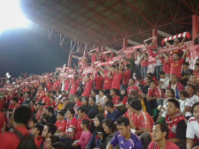Para suporter Liverpool berkumpul menjadi satu