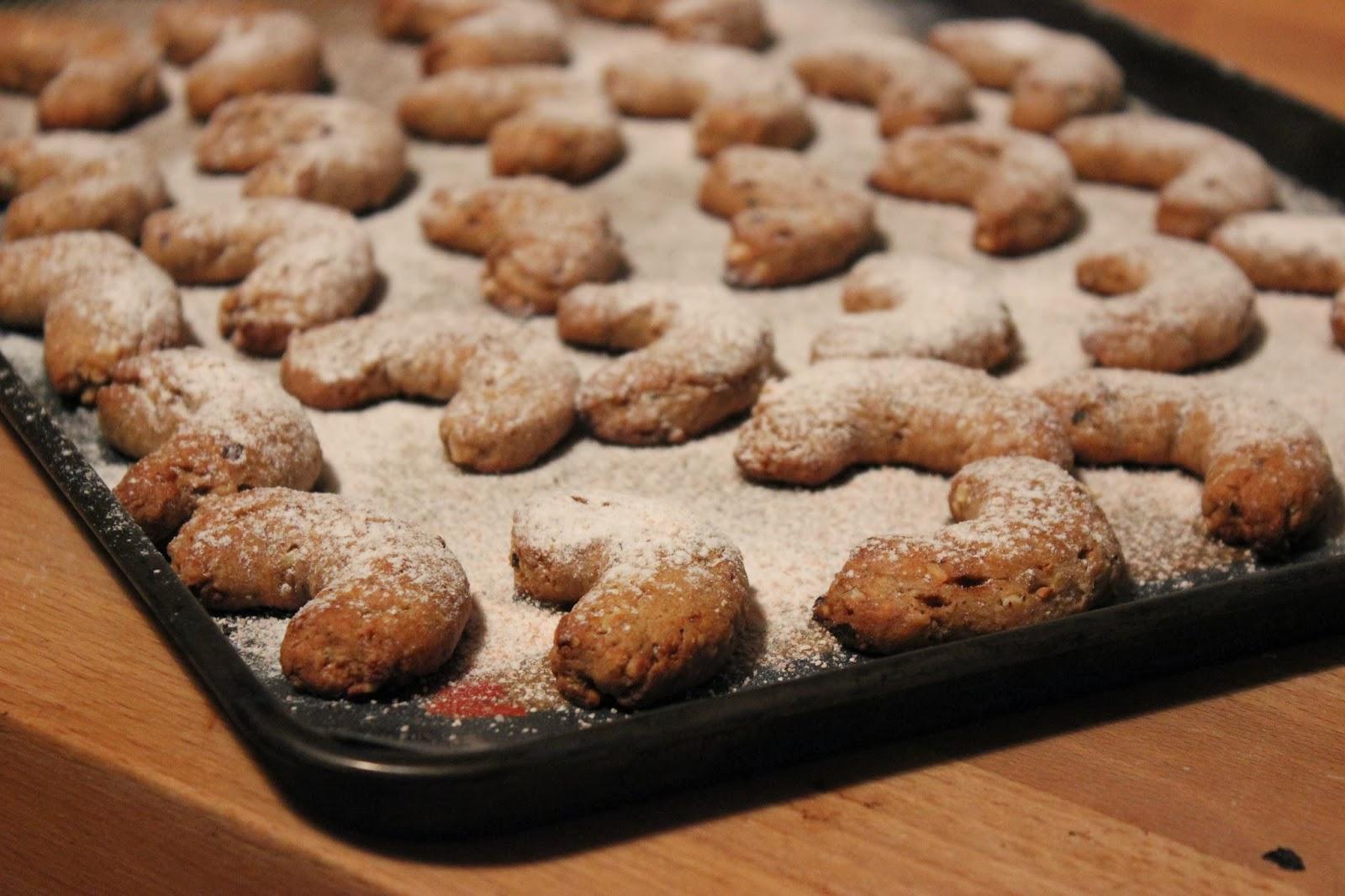 https://cuillereetsaladier.blogspot.com/2013/12/croissants-sables-aux-noisettes.html