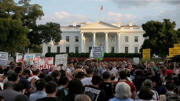 Renuncia Comité de Artistas de la Casa Blanca ante los hechos de Charlottesville, EE.UU.