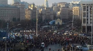 Просто зараз! Дивіться, що там робиться! На майдан вийшли понад тисячі людей і вимагають від Зеленського негайно…