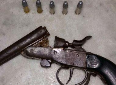 Adolescente é apreendido com arma em ônibus escolar na cidade de  Senhor do Bonfim