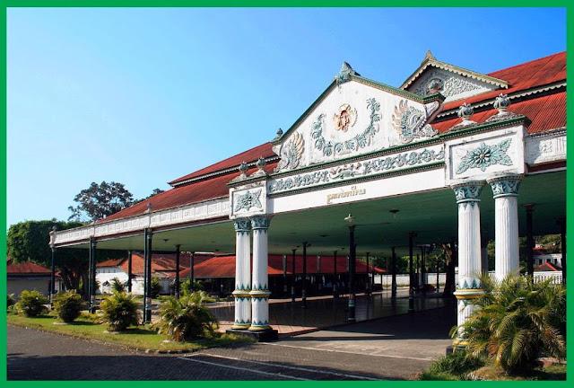 jogja sultan palace, royal palace jogja, kraton palace jogja, yogyakarta palace entrance fee,  yogyakarta palace gamelan, palace in jogja