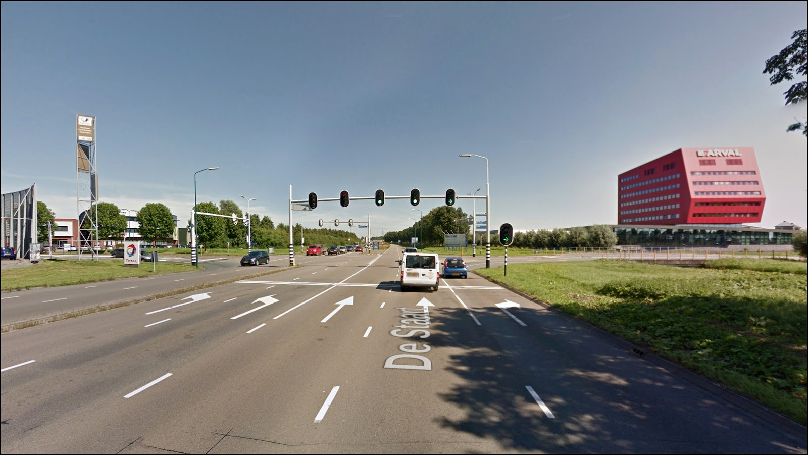 The crossing with the smart traffic-light. Photo from Google Street View.