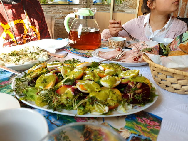 jaja w majonezie,sałatka z burakiem i ziemniakiem,sałatki, lunch box,sałatki do pudełka,potrawy na plażę,z kuchni do kuchni najlepszy blog,sałatki na imprezy,syta sałatka na grilla,