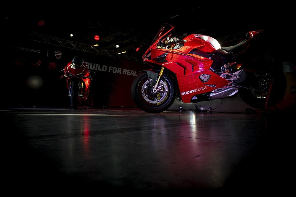Ducati Panigale V4R làm từ Lego có kích thước như xe thật
