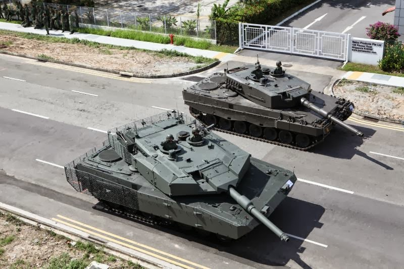 e2d730c1823c A side-by-side comparative photo between Singapore s Leopard 2SG standard  (left) and the Leopard 2A4 (right). Not all of Singapore s Leopard 2 are in  SG ...