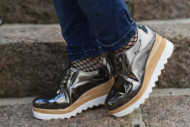 sapato metalizado moleca
