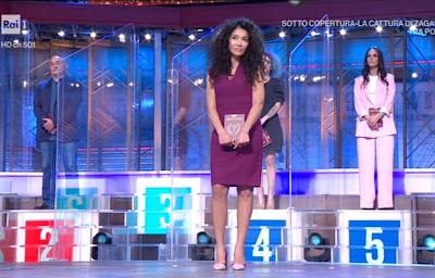 concorrente Jennifer Lopez i soliti ignoti puntata somiglia abbigliamento
