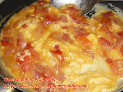 Ginisang Kamatis at Itlog - Cooking Procedure
