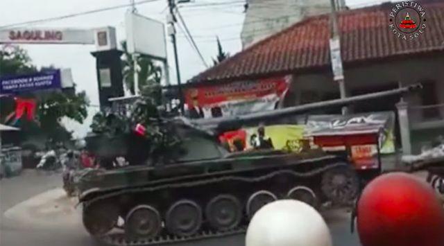 Inilah Hasil Penyelidikan Pangdam Soal Insiden Tank TNI Tabrak Gerobak dan 4 Motor