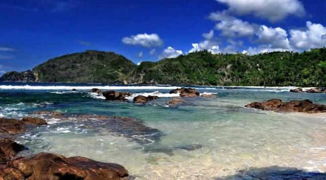 batu-karang-pantai-wedi-ombo
