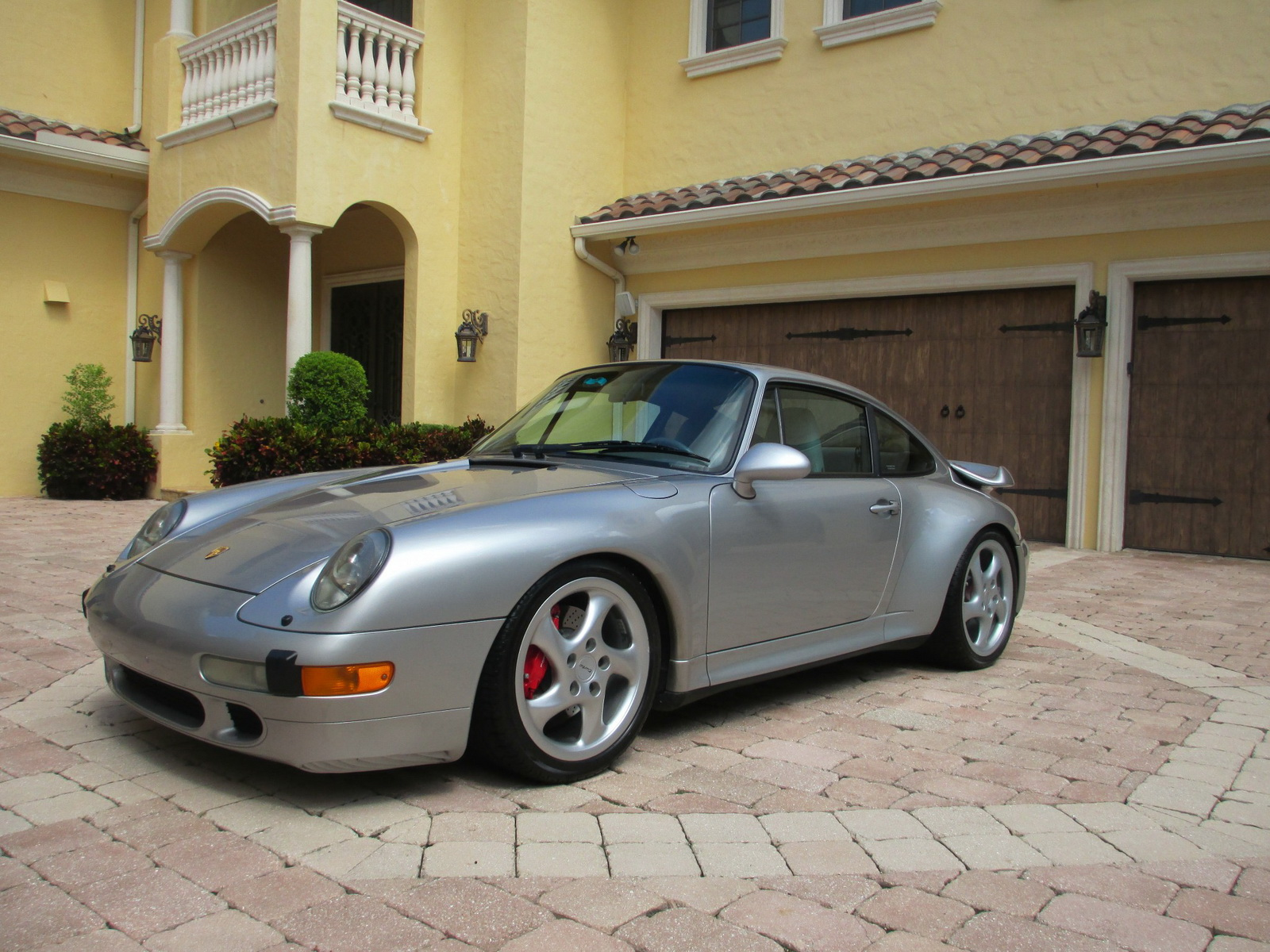 drop dead gorgeous porsche 993 turbo is up for sale with under 20k miles carscoops. Black Bedroom Furniture Sets. Home Design Ideas