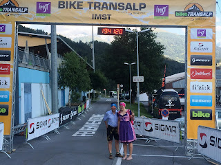 Das härteste Mountainbiketappenrennen der Welt im Dirndl mtb