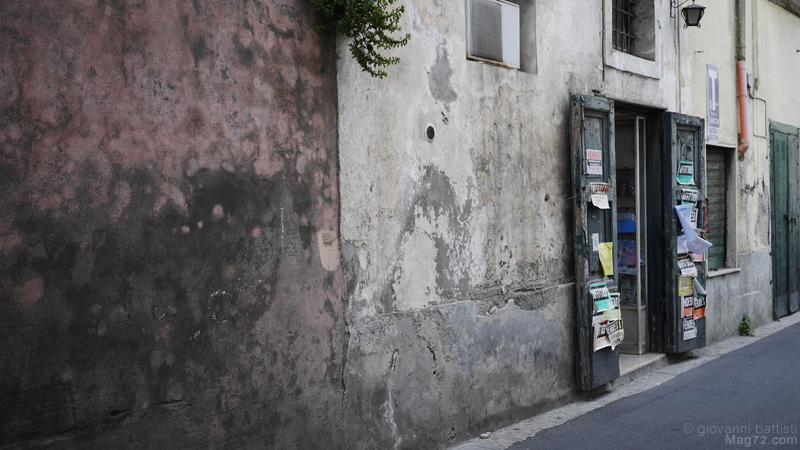 Vecchio negozio a Procida