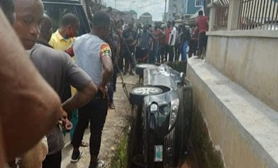 SARS Officials Run Away After Chasing Man Until He Crashed His Car Into A Ditch In Abia
