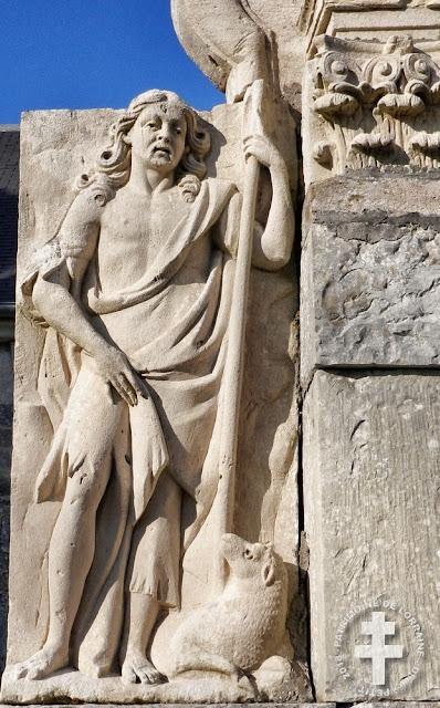 RIBEAUCOURT (55) - Fronton et statues de l'ancien maître-autel (XVIIIe siècle)