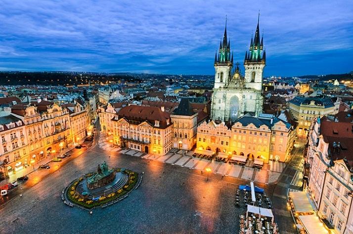 Old Town Square, Alun-alun Menawan di Ceko