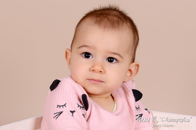 portrait bébé vendée 85, shooting studio nourrisson fille