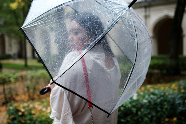 photo fille avec parapluie