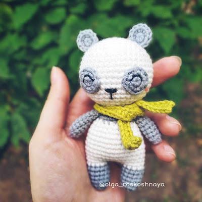 Вязаная игрушка панда амигуруми