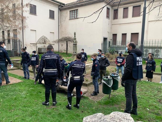 Milano, molestavano commercianti e residenti: rimpatriati in Romania