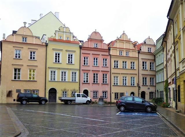 piazza nel centro storico di varsavia