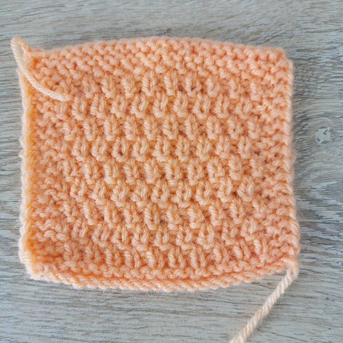 point au tricot, vue de dos, par Chat Tricote Par Ici, Hello c'est Marine