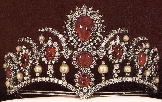 ruby pearl diamond tiara iran princess manijeh pahlavi leon abedian tala