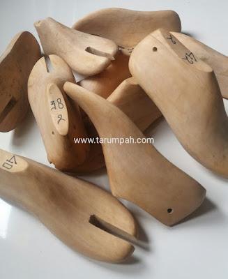 Penjual shoelast cetakan sepatu dari kayu
