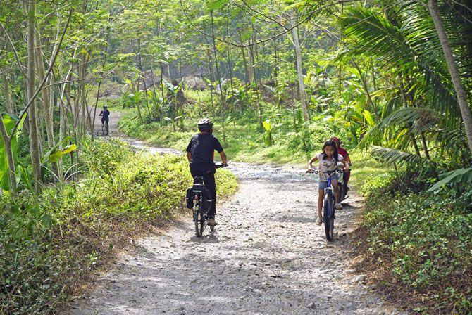 Rute bebatuan di sekitaran Grojogan Watu Purbo