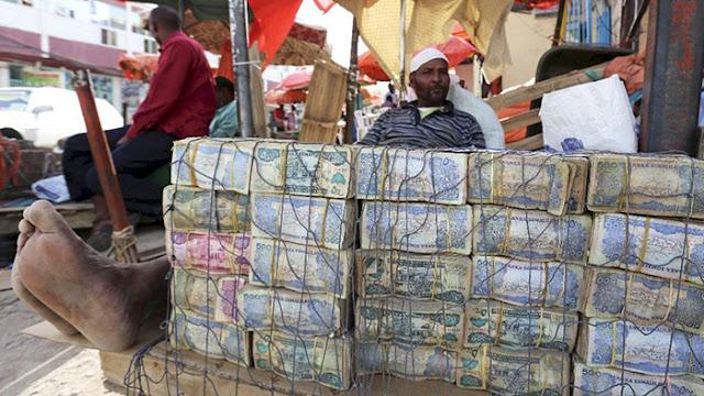 Bayangkan Uang 100 Miliar di Zimbabwe Cuma Laku buat Beli 3 Butir Telur