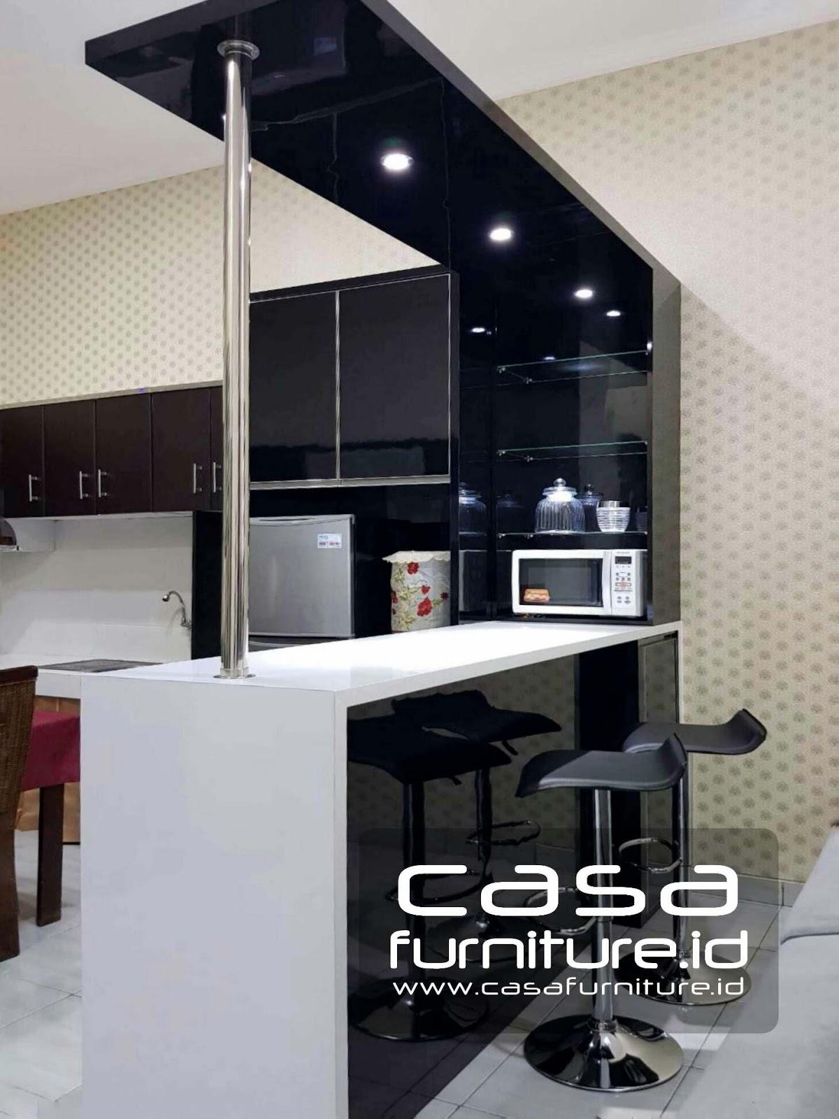 Dapur bersih dan meja bar di Jurumudi Tangerang
