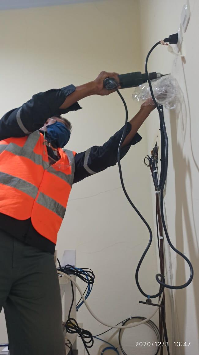 Pemasangan Jalur Kabel CCTV di PT Solusi Bangun Indonesia Tbk