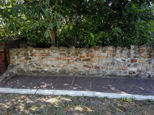 Новопідгородне. Меморіальні плити на території церкви Пресвятої Богородиці