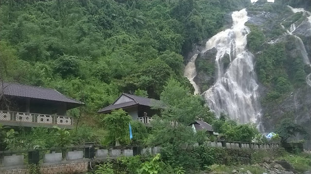 Exploring beautiful waterfalls in Quang Ngai 1